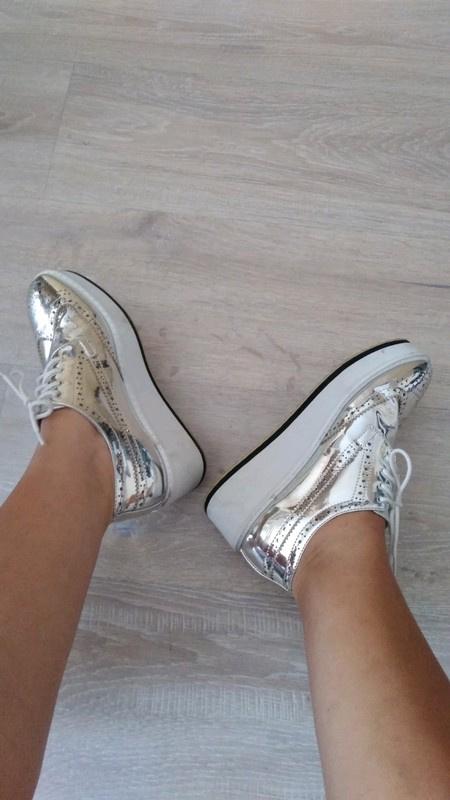 Srebrne buty na platformie