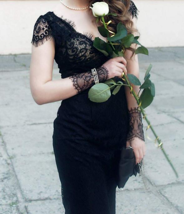 Elegancka czarna sukienka z francuską koronką