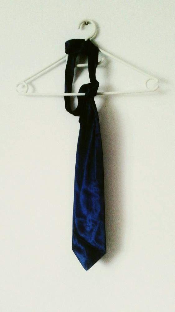 Zielony satynowy krawat damski elegancki retro