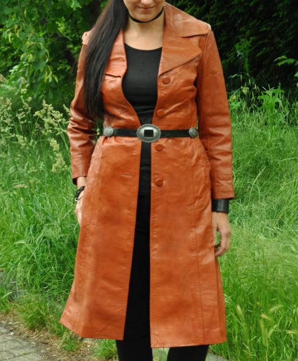 karmelowy płaszcz ze skóry...