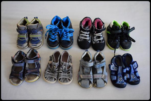 Zestaw butów 8 par dla chłopca rozmiar 25