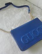 Kobaltowa torebka Gucci...