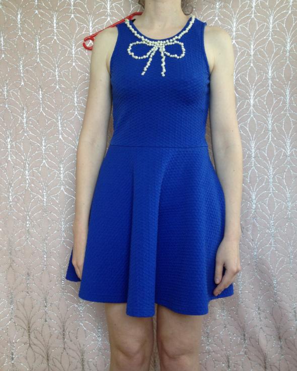 Sinsay niebieska sukienka rozkloszowana XS S M 34 36 38 elastyczna z perełkami kokarda handmade diy