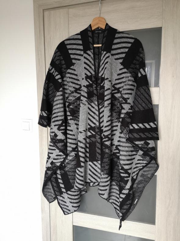 Ponczo narzutka New Look sweter krata...
