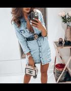 Jeansowa sukienka dziury przetarcia guziki taliowana