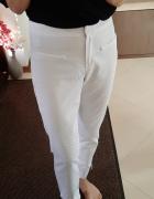 białe spodnie Orsay...
