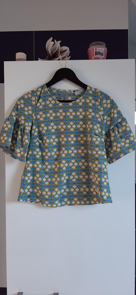 bluzeczka z rękawkiem w geometryczny wzór...