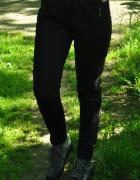 czarne dresowe spodnie ze skórzanymi wstawkami...