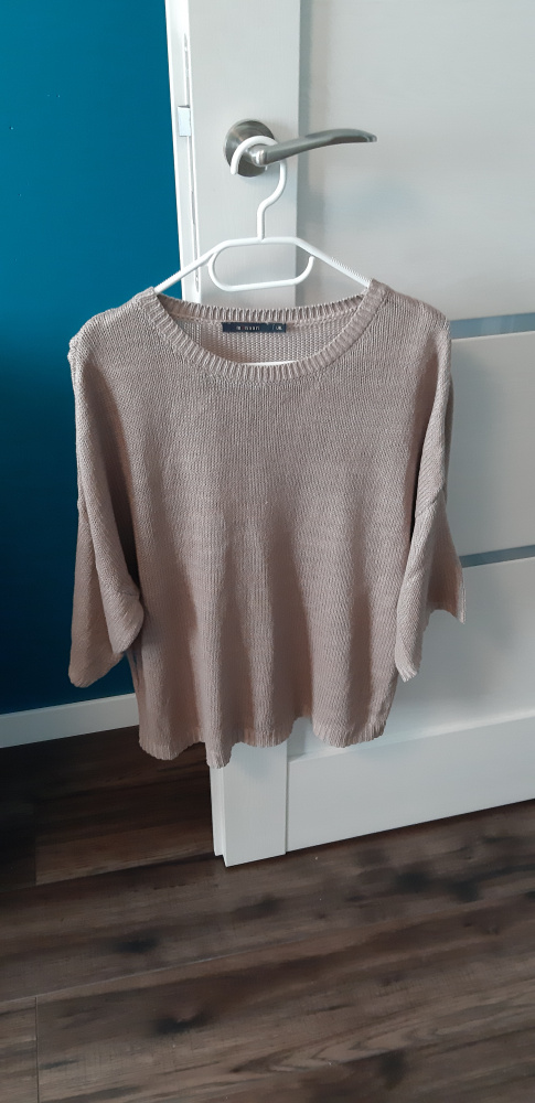 Beżowy sweterek...