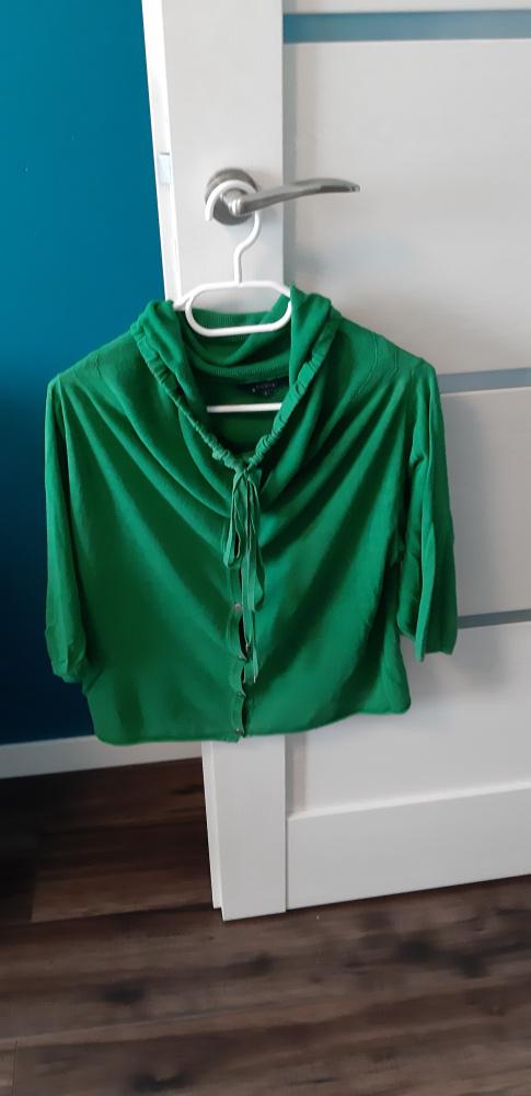 Zielony lekki sweterek...