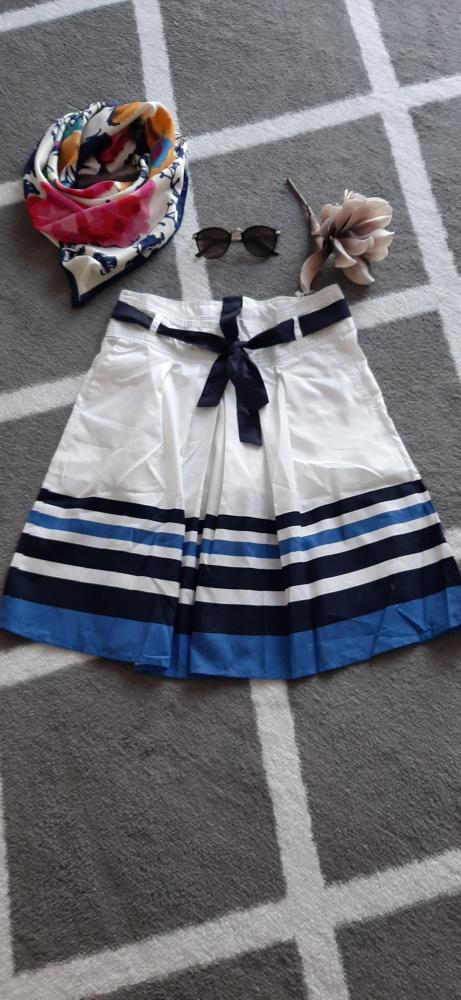 Spódnice spódnica rozmiar M w pasy dodatkowo pasek