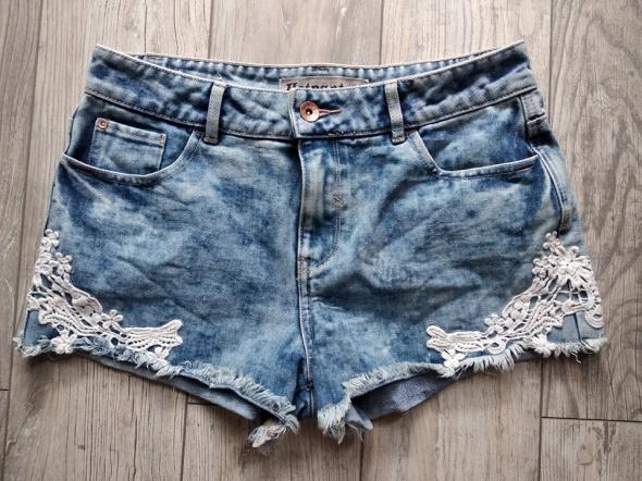 Jeansowe szorty z koronką roz 40...