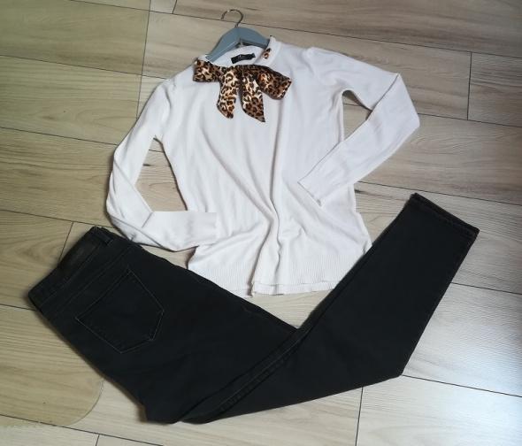 Elegancko komplet do pracy firmowe spodnie i sweterek
