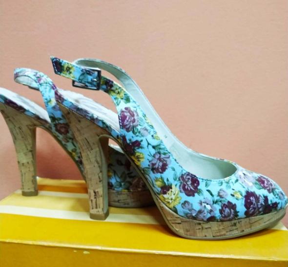 Sandały kwiaty słupek BATA 38