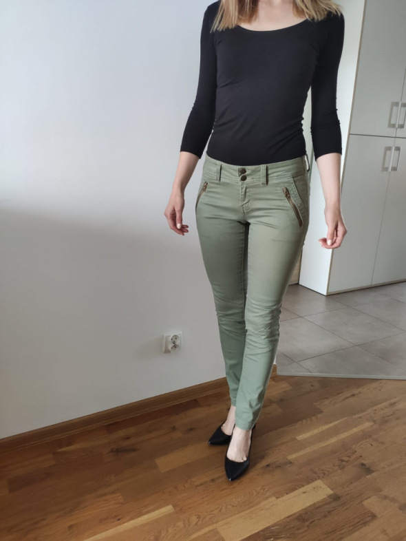Oliwkowe spodnie...