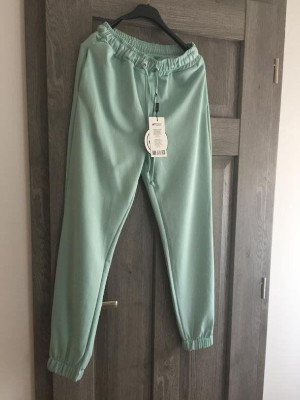 Nowe z metkami mietowe spodnie dresowe...