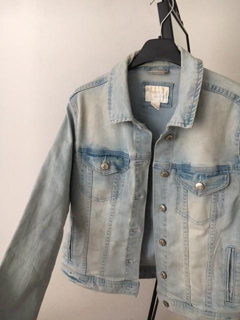 kurtka jeansowa jasnoniebieska s z przetarciami...