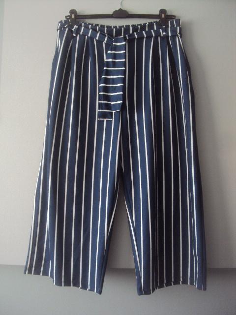 spodnie w paseczki...