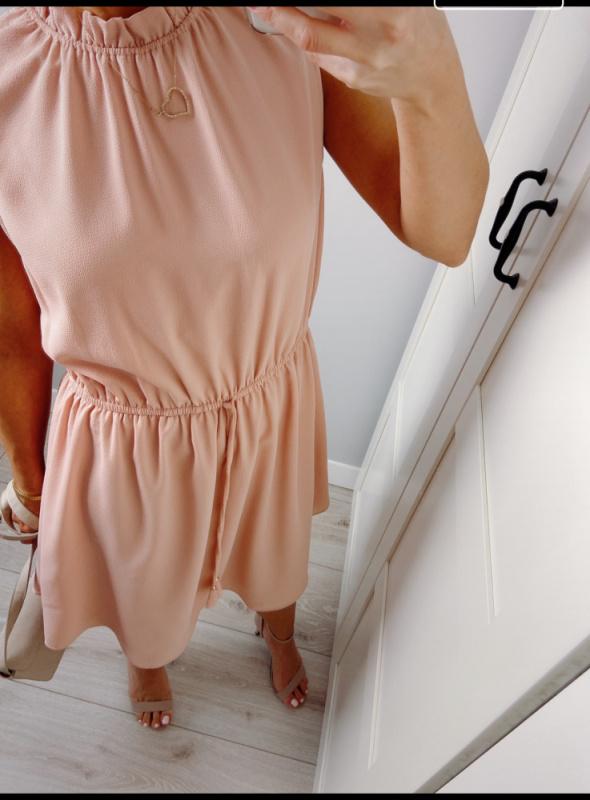 Sliczna delikatna sukienka pudrowy roz rozmiar 40