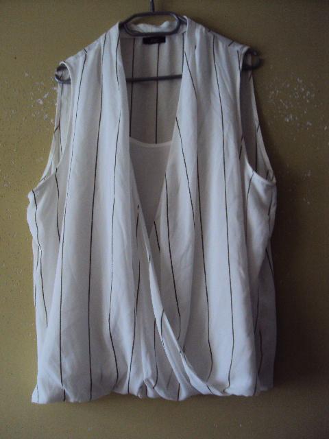 zakładana bluzeczka w paseczki...