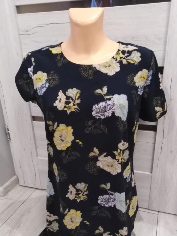 granatowa sukienka w kwiaty...