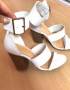 Nowe białe sandały na słupku 38...