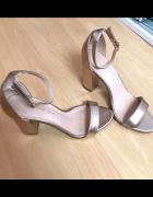 Nowe sandały na słupku Madden girl 38