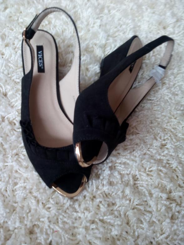 Czarne nowe sandałki 39