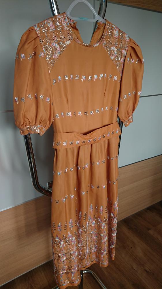 Karmelowa suknia w rozmiarze S
