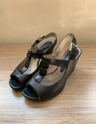 Skórzane sandałki Clarks jak nowe