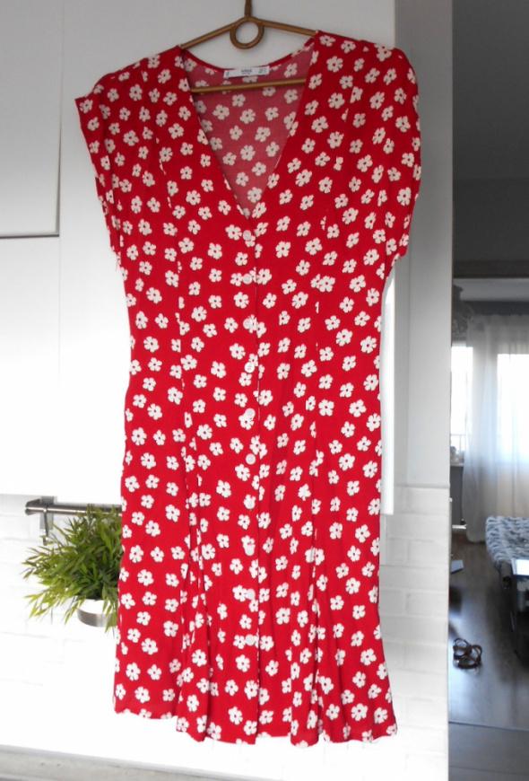Mango czerwona sukienka kwiaty floral letnia retro guziki