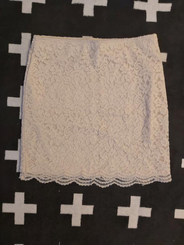 Kremowa koronkowa spódniczka H&M rozmiar SM...