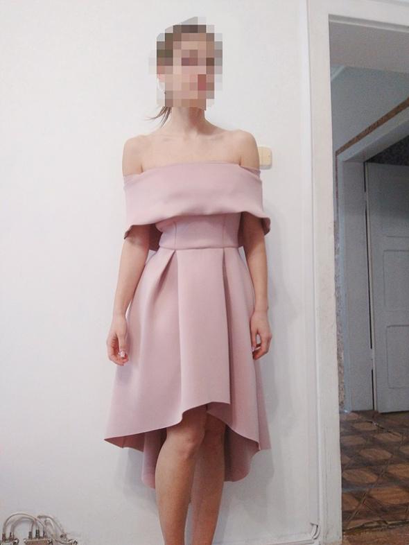koktajlowa pudrowo różowa sukienka ASOS...