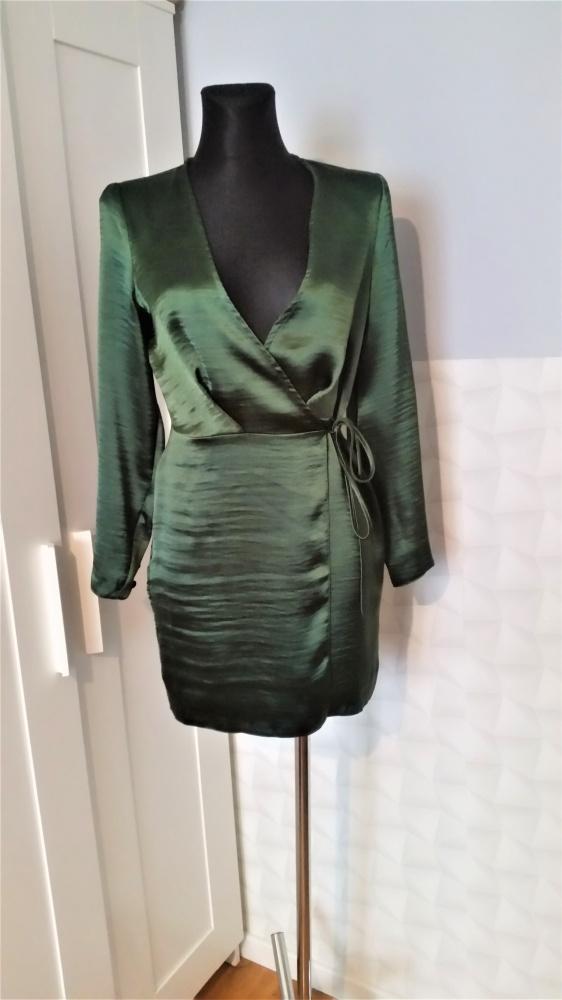 Zielona satynowa sukienka Asos...
