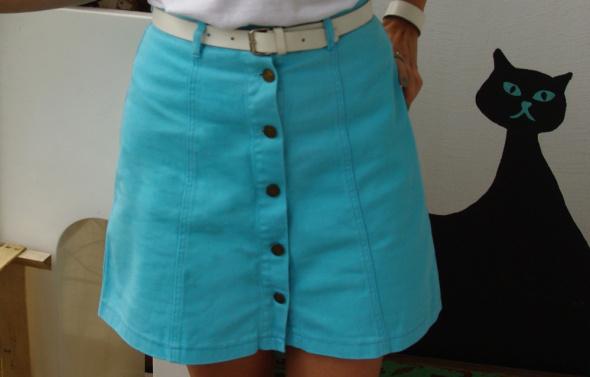niebieska jeansowa spódnica trapez