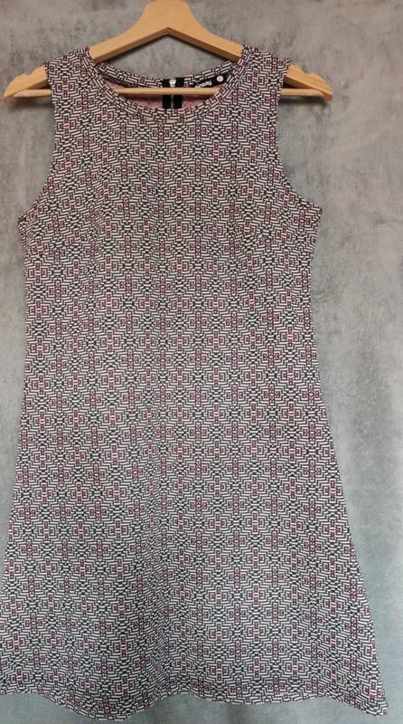 Wzorzysta sukienka Sinsay...