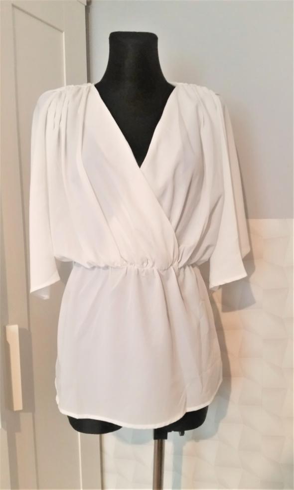 Biała rozkloszowana bluzka Asos...