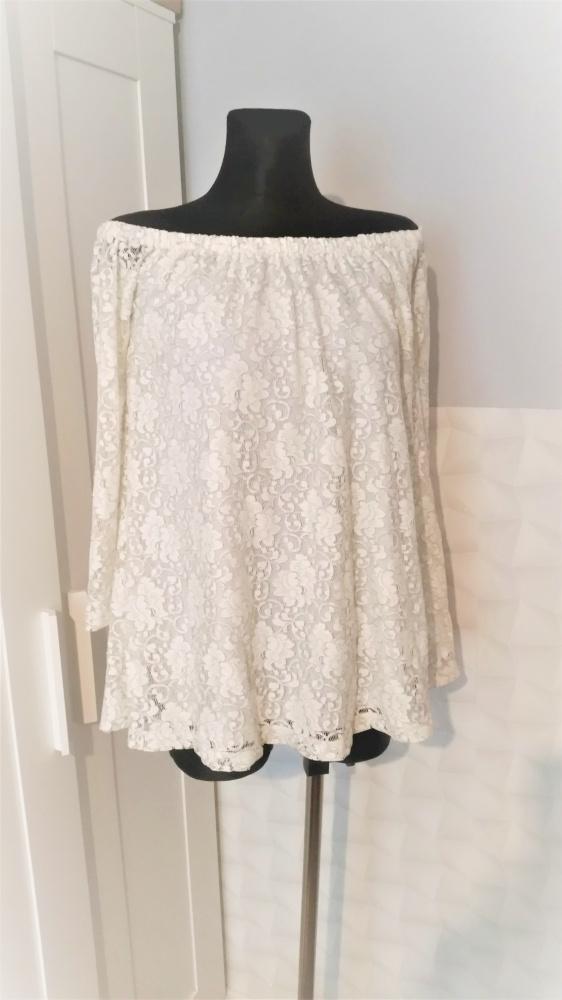 Kremowa sukienka hiszpanka koronka must have lata Asos...