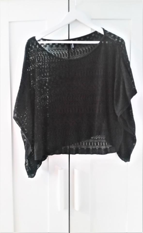 Czarna ażurowa bluzka z możliwością założenia na 1 ramię Plażowa