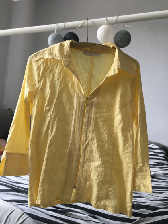 Żółta koszula...