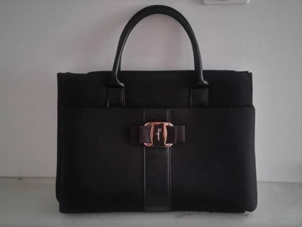 Czarna torebka aktowka Salvatore Ferragamo...
