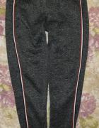 Spodnie dresowe XL...