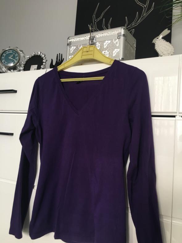 Fioletowa bluzka z dekoltem w serek