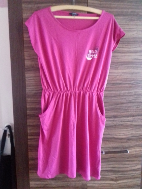 Różowa sukienka letnia do kolan...