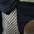 Kurteczka pikowana ozdobiona czarnymi kamieniami