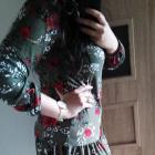 Modna sukienka z falbaną kwiatowy wzór