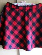 Rozkloszowana spódnica w szkocką kratę
