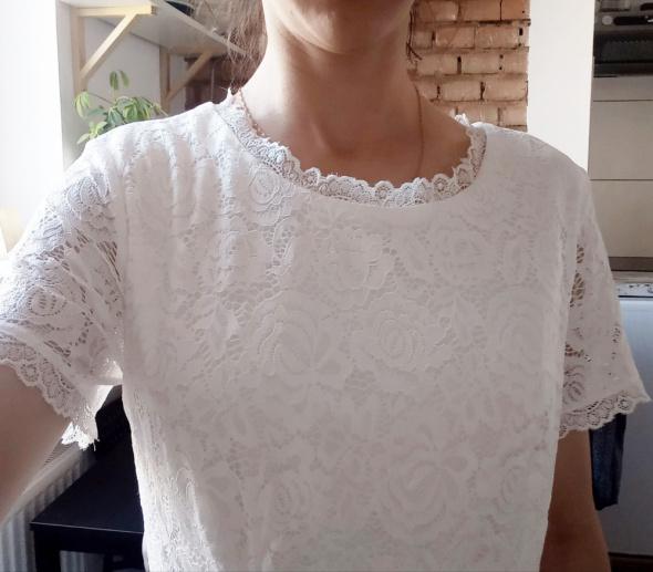 Biała sukienka koronkowa Zapaka