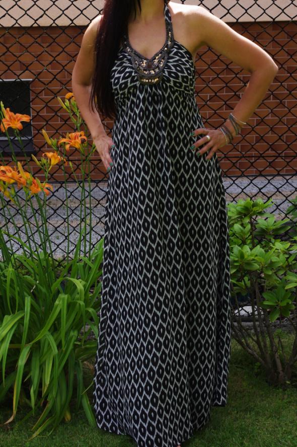 długa sukienka boho we wzory