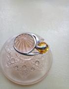 Srebro pierścionek z miodowym bursztynem...